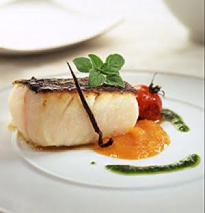 Black cod con ciliegini grigliati, crema di zucca alla vaniglia e olio al basilico