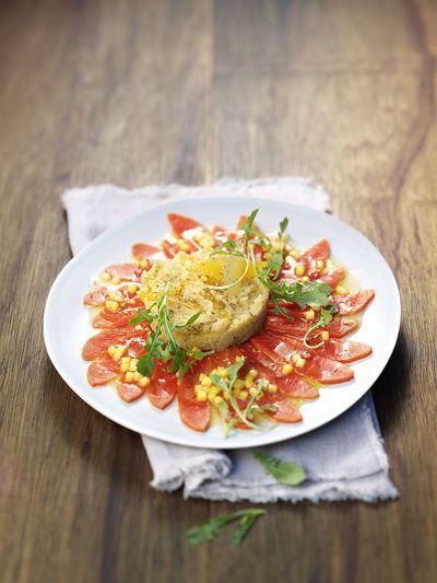 Carpaccio di salmone selvaggio dell'Alaska con insalata di cous cous
