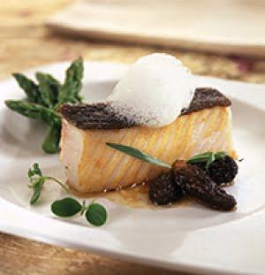 Pesce Burro con stufato di spugnole, asparagi selvatici e spuma al tartufo