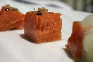 Salmone Selvaggio dell'Alaska confit con tè verde e sesamo nero