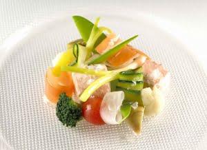 Salmone Selvaggio dell'Alaska freddo, Fleur de Sel e verdure