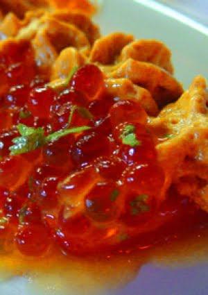 Salmone rosso sotto sale con spuma di kimchee e ikura