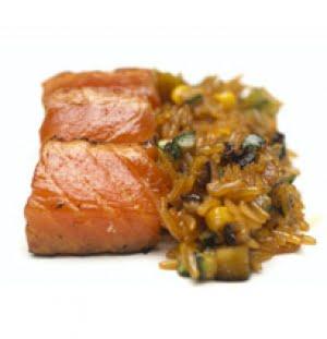 Salmone selvaggio dell'Alaska Balinese con riso Basmati