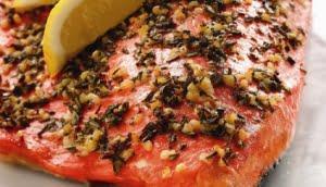 Salmone selvaggio dell'Alaska alla Mediterranea
