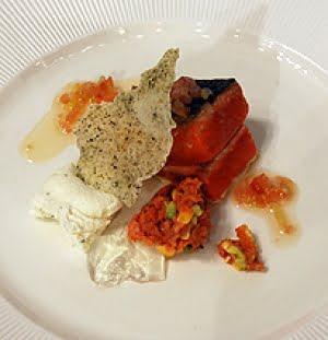 Salmone selvaggio rosso con pure di papate americane all'anice e tartare affumicato con avocado